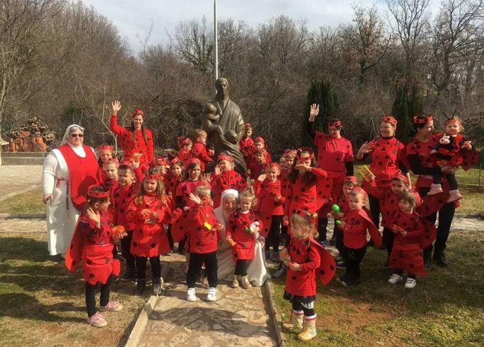 I bambini di Medjugorje festeggiano Carnevale